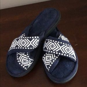 (2 for 14$) nwot navy blue sandal slippers